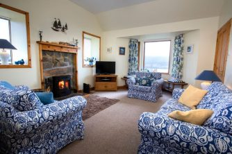 Auld Mission Cottage Lounge